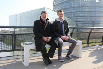 Solarna klupa Ivana Mrvoša prvi put izložena u Europi – ispred Europskog parlamenta