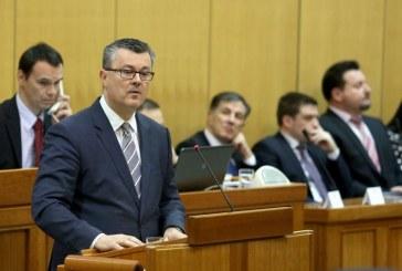 Hrvatski sabor počeo raspravu o proračunu, premijer Orešković zatražio podršku zastupnika
