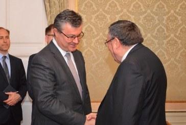 Predsjednik Vlade Tihomir Orešković sastao se s kardinalom Vinkom Puljićem