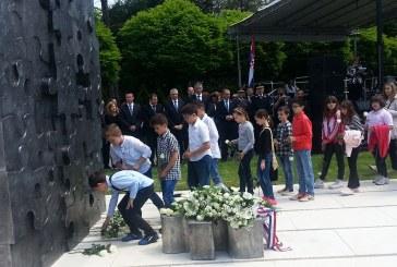 PREKINUTO DJETINJSTVO  U Slavonskom Brodu otkriven spomenik poginuloj djeci u Domovinskom ratu