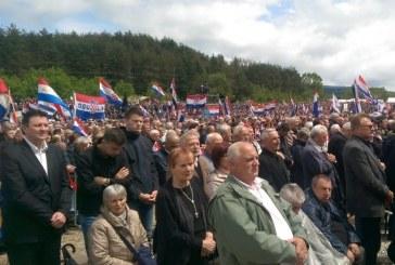 Više od 20.000 ljudi na Bleiburškom polju, na komemoraciji i gotovo cijeli državni vrh