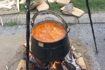 23. BRODSKA FIŠIJADA – Kopančani Ivan Sever i Josip Kitanović kuhaju najukusniji fiš paprikaš
