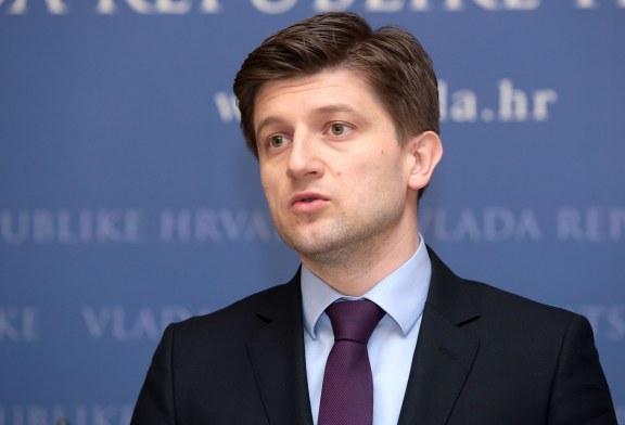 """Ministar Zdravko Marić: """"plaće će rasti od 1. siječnja, a porez na nekretnine uvodimo 2018."""""""