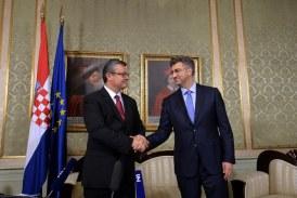 PRIMOPREDAJA BANSKIH DVORA: Tihomir Orešković predao vlast Andreju Plenkoviću