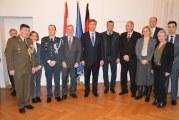 Premijer Plenković susreo se s Hrvatima u Berlinu, danas se sastaje i s Angelom Merkel