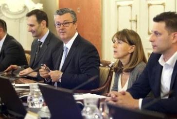 SJEDNICA VLADE – Premijer Orešković: imam dobre vijesti, sve nam je u plusu!