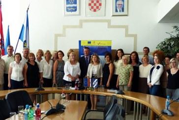 """Završna konferencija Projekta """"S osmjehom u školu"""" u Brodsko posavskoj županiji"""
